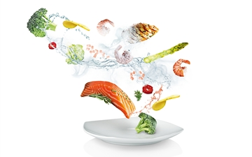 Compostition of different food elements like shrimps, salmon, broccoli, potatoes, chicken. Fresh and frozen status. Showing the process from fresh to frozen to fresh.